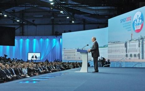 В Санкт-Петербурге работу начал XVI Международный экономический форум. Фото: ALEXEI NIKOLSKY/AFP/GettyImages
