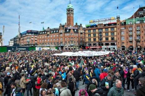В Дании продолжается коллективное увольнение учителей. Демонстрация учителей перед зданием мерии города  в Копенгагене. Фото: JENS NOERGAARD LARSEN/AFP/Getty Images