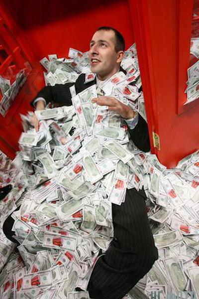 Богатые становятся еще богаче. Фото с сайта stranamam.ru