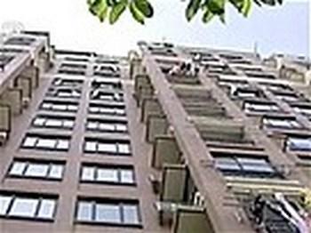 Порыв ветра спас жизнь малышу, упавшему с 9-го этажа. Фото: videokatalog.msn.de