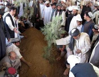 Похороны Ахмада Вали Карзай, брата президента Афганистана. Фото: abendblatt.de