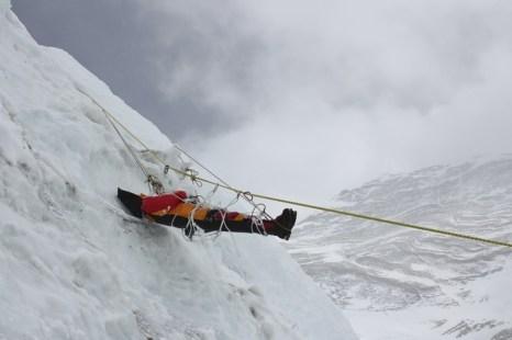 Нелегкий подъем на Эверест. Фото: NAMGYAL SHERPA/AFP/Getty Images