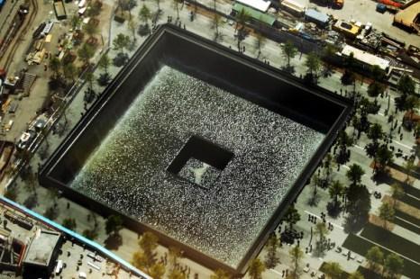 Вид мемориала на месте крушения небоскрёбов всемирного торгового центра в Нью-Йорке. Фоторепортаж. Фото: Mario Tama/Getty Images