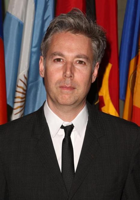 Адам Яук на открытии выставки Организации Объединенных Наций
