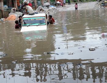 Наводнение в Непале. Фото: PRAKASH MATHEMA/AFP/Getty Images