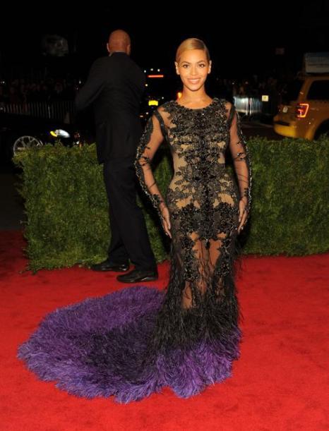 Бейонсе (Beyonce) на модном событии Нью-Йорка от «Эльза Скиапарелли и Миуччиа Прада». Фоторепортаж. Фото: Larry Busacca/Getty Images