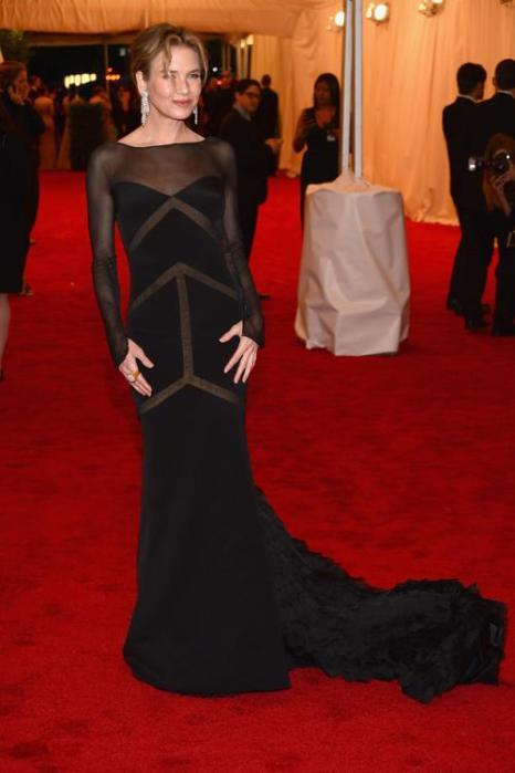Рене Зельвегер (Renee Zellweger) на модном событии Нью-Йорка от «Эльза Скиапарелли и Миуччиа Прада». Фоторепортаж. Фото: Dimitrios Kambouris/Getty Images