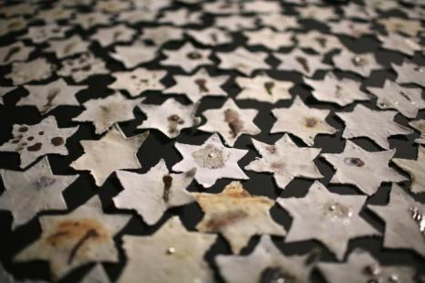 Выставка художника-керамиста Хавы Розенцвейг к Дню памяти жертв Холохоста, 15 января 2013 года. Фото: Christopher Furlong/Getty Images