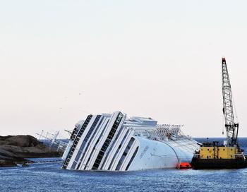 Потерпевший крушение лайнер Costa Concordia, Тоскана, Италия. Фото: Laura Lezza/Getty Images