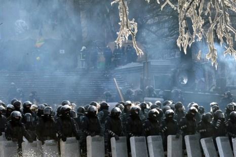Бойцы спецподразделений в центре Киева, 27 января 2014 года. Фото: SERGEI SUPINSKY/AFP/Getty