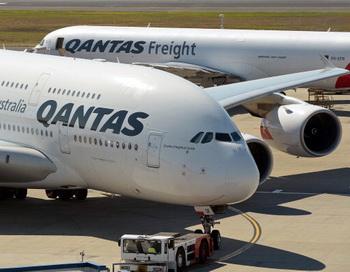 Бывший бортпроводник подаст в суд на правительство Австралии. Фото: GREG WOOD/AFP/Getty Images
