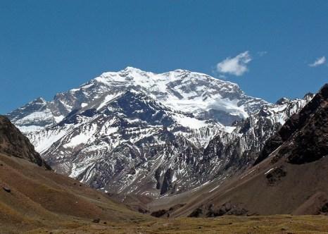 Самая высокая точка Анд — гора Аконкагуа высотой 6962 метров. Аргентина: девятилетний Тайлер поднялся на самый высокий пик Анд. Фото: Mariordo Mario Roberto Duran Ortiz/commons.wikimedia.org