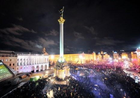 Украинские власти приняли решение разогнать митингующих на Майдане Независимости в Киеве. Фото: GENYA SAVILOV/AFP/Getty Images
