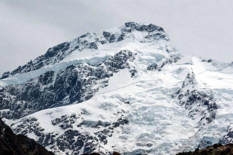В Альпах снежная лавина остановилась прямо на середине деревни. Фото: Jocey K/flickr.com