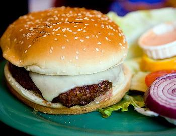 Гамбургеры со сверчками появились в ресторанах Нью-Йорка. Фото: pointnshoot/flickr.com