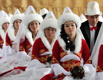 В Киргизии ужесточат наказание за кражу невест. Фото: VYACHESLAV OSELEDKO/AFP/Getty Images