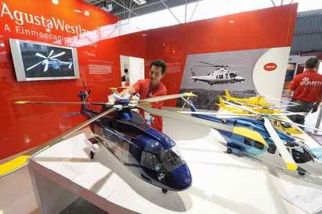 Вертолёты компании AgustaWestland. Фото: MIKE CLARKE/AFP/Getty Images