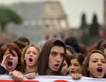 В Риме произошли столкновения студентов с полицией. Фото: VIKTOR DRACHEV/AFP/Getty Images