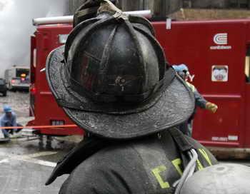 В результате взрыва в жилом доме в китайском квартале Манхэттена пострадали не менее 12 человек, в том числе четверо пожарных. Фото: TIMOTHY A. CLARY/AFP/Getty Images