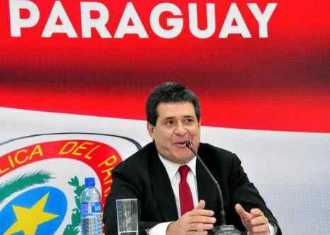 Недавно выбранный президент Парагвая Орасио Картес жертвует свою ежемесячную зарплату на благотворительность. Жертвование зарплаты президента на благотворительность, которая составляет 10 тысяч долларов в месяц, было одним из пунктов предвыборной программы Орасио Картеса и входило в программу борьбы с бедностью в стране. Фото: NORBERTO DUARTE/AFP/Getty Images