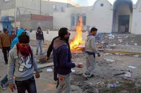 В Тунисе возникли беспорядки в ходе акций протеста. Фото: ABDERRAZEK KHLIFI/AFP/Getty Images