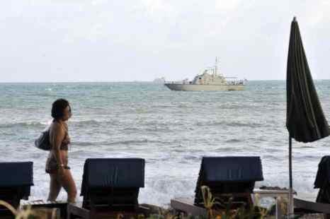 Военные катера Таиланда спасают туристов однодневных круизов. Фото: ROMEO GACAD/AFP/Getty Images