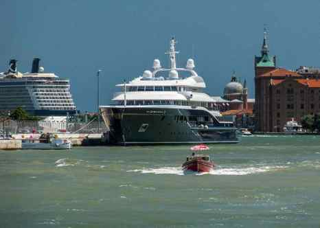 В Венеции протестуют против большого числа круизных судов. Каждое судно так же загрязняет город, как 14 тысяч автомобилей. Фото: David Blaikie/flickr.com