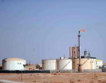 Холодная весна повысила спрос на нефть. Фото: FAROUK BATICHE/AFP/Getty Images
