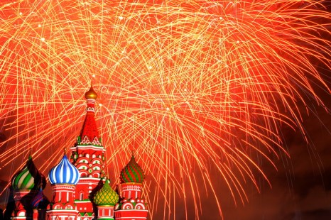 Фестиваль «Спасская башня», который в 5-й раз принимает военно-музыкальные коллективы всего мира, стартовал в столице на Красной площади 1 сентября 2013 года. Фото: KIRILL KUDRYAVTSEV/AFP/Getty Images