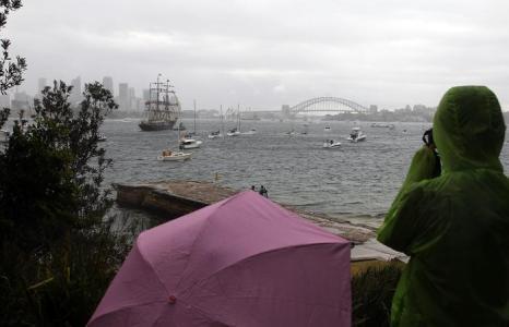 В столице Австралии Сиднее сегодня начались празднования 100-летия Королевского австралийского военно-морского флота. С 3 по 11 октября 2013 года более 50 судов со всего мира прибудут на торжество в сиднейскую гавань. Фото: Mark Metcalfe/Getty Images