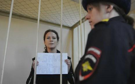 Бразилианка Ана Паула Альминьана Масиель из группы Гринпис Арктика-30, на судебном заседании 18 ноября 2013 года. Фото: OLGA MALTSEVA/AFP/Getty Images