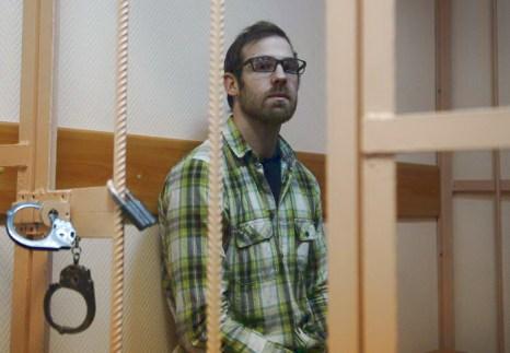 Гражданин Великобритании Кирон Брайан, видеооператор Гринпис из группы Арктика-30, на судебном заседании 18 ноября 2013 года. Фото: OLGA MALTSEVA/AFP/Getty Images