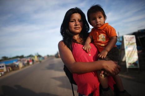 Коренное население области Мадре-де-Диос (Перу), где незаконная добыча золота привела к обезлесению и проблемам экологии. Фото: Mario Tama / Getty Images