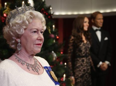 Восковая фигура королевы Великобритании Елизаветы II в экспозиции Музея мадам Тюссо в Сиднее 19 декабря 2013 года. Фото: Don Arnold/Getty Images