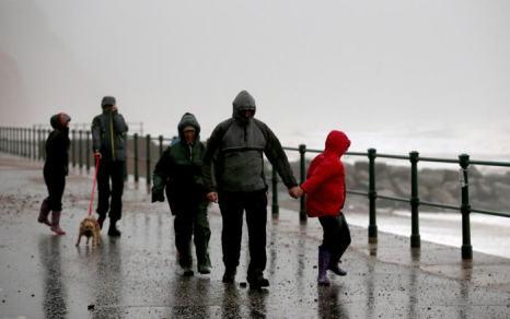 Шторм «Дирк», бушующий в Западной Европе, привёл в Великобритании к наводнениям и гибели пяти человек. Фото: Matt Cardy/Getty Images