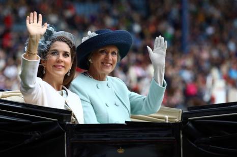 Крон-принцесса Дании Мэри и принцесса Бенедикт прибыли на церемонию открытия фестиваля Chio  2013. Фото: Christof Koepsel/Bongarts/Getty Images