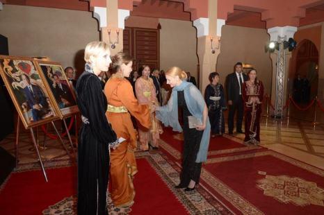 Актриса Патриция Кларксон приветствует принцессу Марокко Лаллу Мерьем в рамках проходящего в Марракеше 13-го международного кинофестиваля 1 декабря 2013 года. Фото: Dominique Charriau/Getty Images