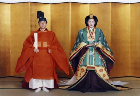 Японская принцесса Масако и наследный принц Нарухито в традиционных японских нарядах в день 7-летней годовщины свадьбы, 9 июня 2004 года. Фото: Imperial Household Agency/Getty Images