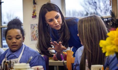 В День всех влюблённых, 14 февраля, герцогиня Кембриджская посетила открытие класса искусств в лондонской школе «Нортхолт». Фото: Richard Pohle - WPA Pool/Gertty Images