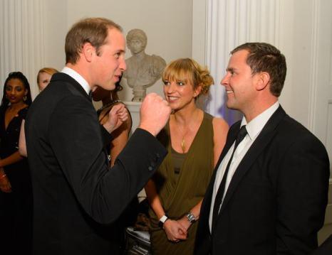 Принц Уильям, герцог Кембриджский, собрал знаменитостей на благотворительном ужине в  Кенсингтонском дворце 26 ноября 2013 года. Фото: Chris Jackson / Getty Images