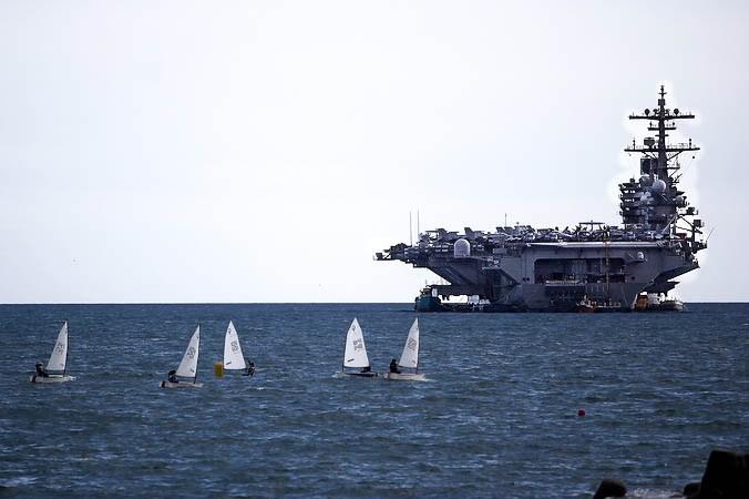 США, Персидский залив, авианосец Джордж Буш