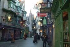 Тысячи фанатов пришли на открытие нового парка Гарри Поттера