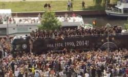 Сотни тысяч фанатов встретили в Берлине немецкую сборную с кубком мира ФИФА