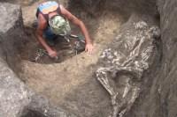 Во время раскопок на юге России обнаружены обнимающиеся скелеты