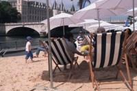 На берегах Сены открылся городской пляж для парижан и туристов