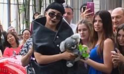 Леди Гага подержала на руках младенца и потанцевала с австралийскими фанатами