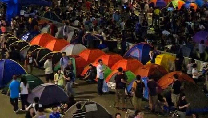 В Гонконге протестующие установили палатки