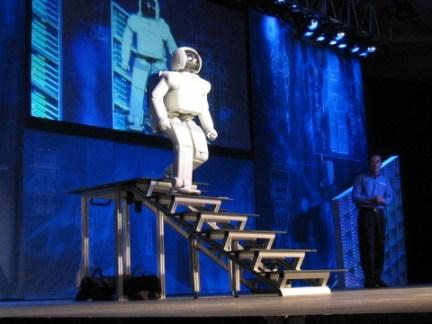 Honda_ASIMO_Walking_Stairs-480x360