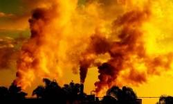 Город в Каталонии накрыло токсичное оранжевое облако