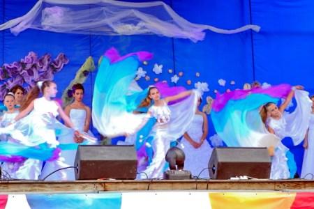 Танцевальный номер юных участниц праздника. Фото: Алла Лавриненко/Великая Эпоха